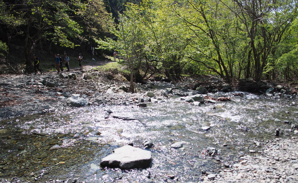 鍋割山の川