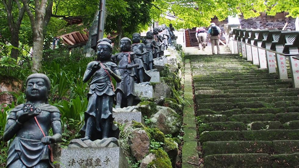 大山寺本堂への階段