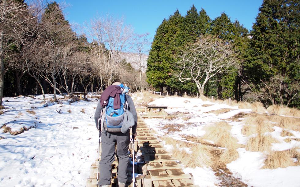 堀山付近から雪が付き始めた