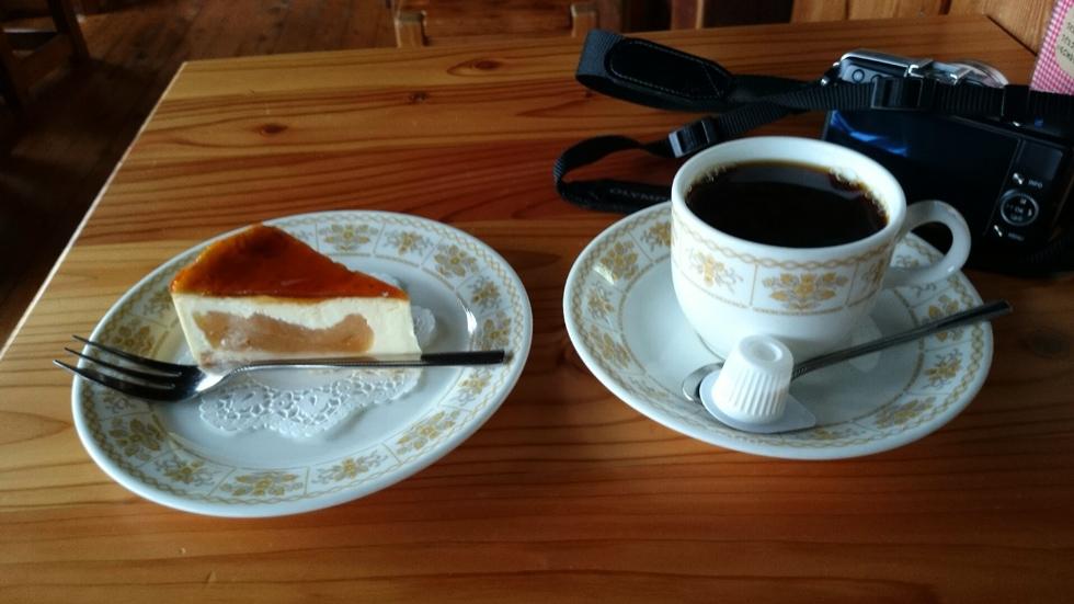 燕山荘のリンゴとカスタードケーキ