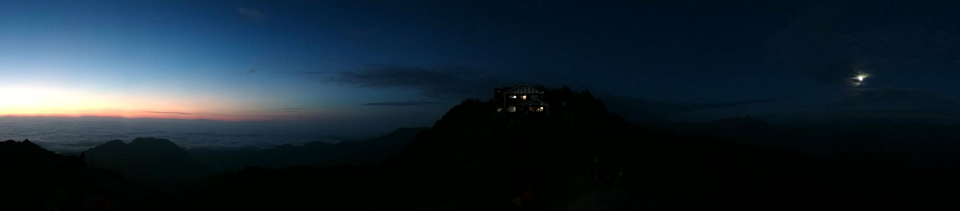 未明の燕山荘