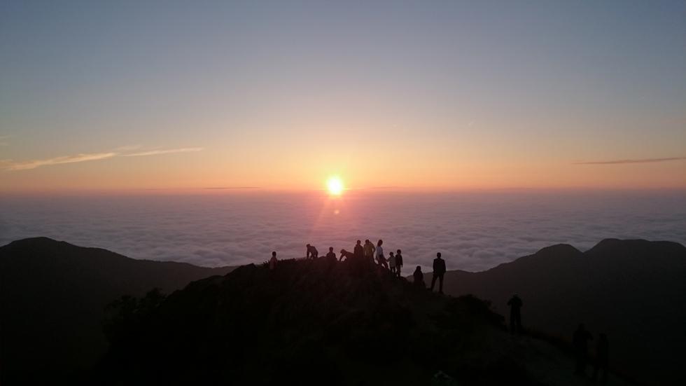 燕山荘テント場から見る日の出
