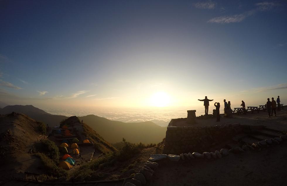 燕山荘前から見る日の出