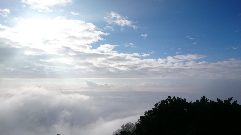 燕岳から下山する