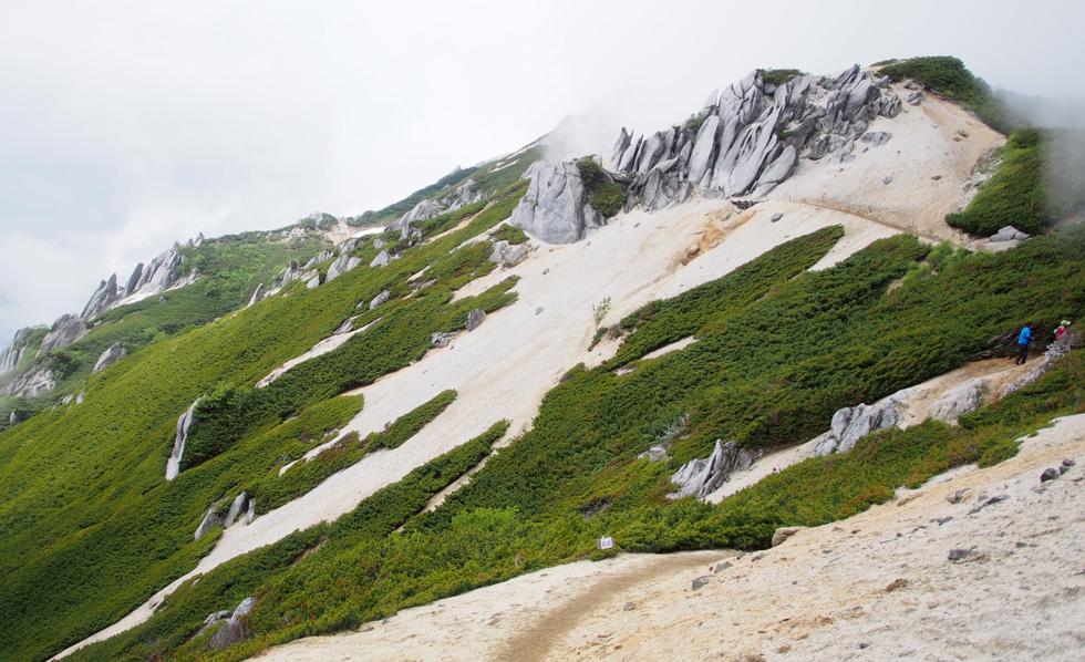 燕岳の稜線