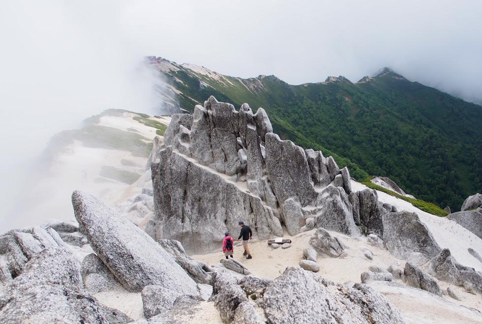 燕岳のメガネ岩