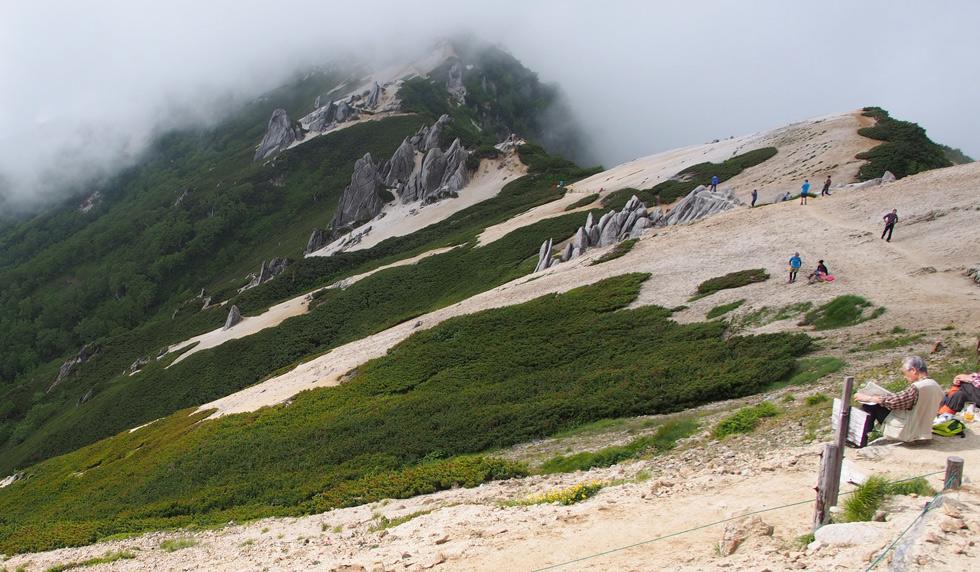燕山荘から槍ヶ岳を見たい人