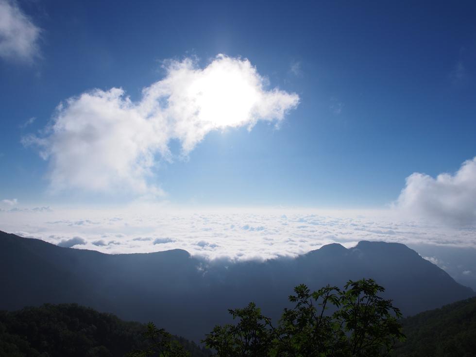 燕岳から雲海を見る