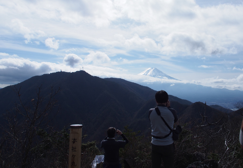 本社ヶ丸山頂から見る富士山