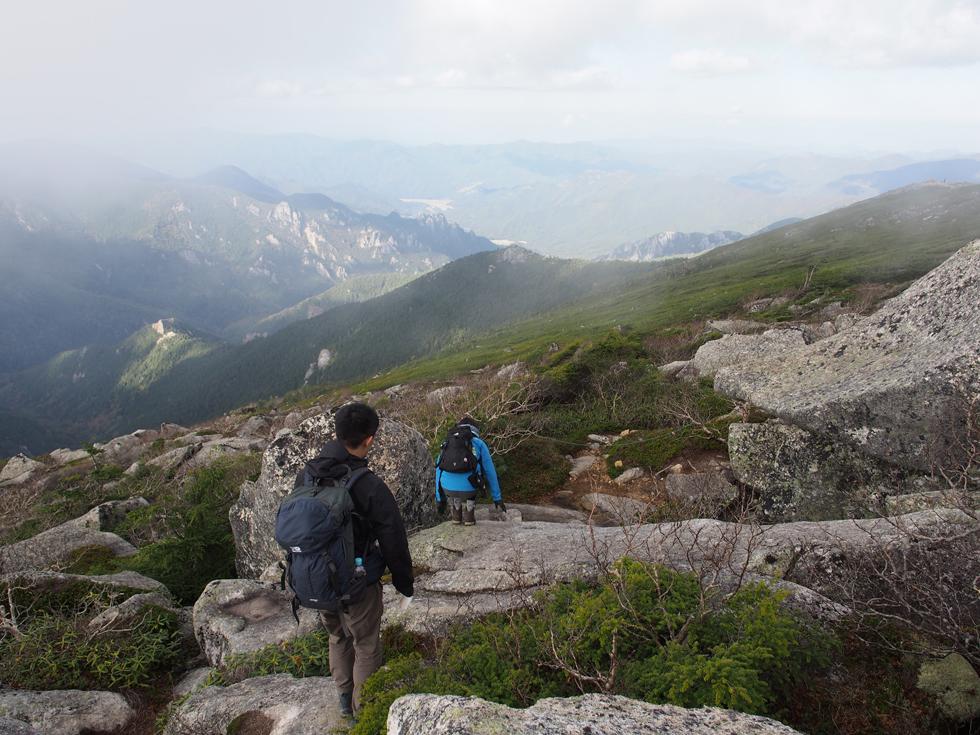 金峰山から大弛峠に向かう