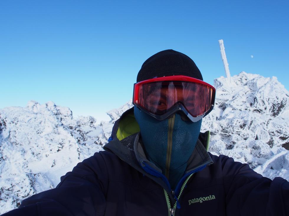 大岳山頂は寒かった!