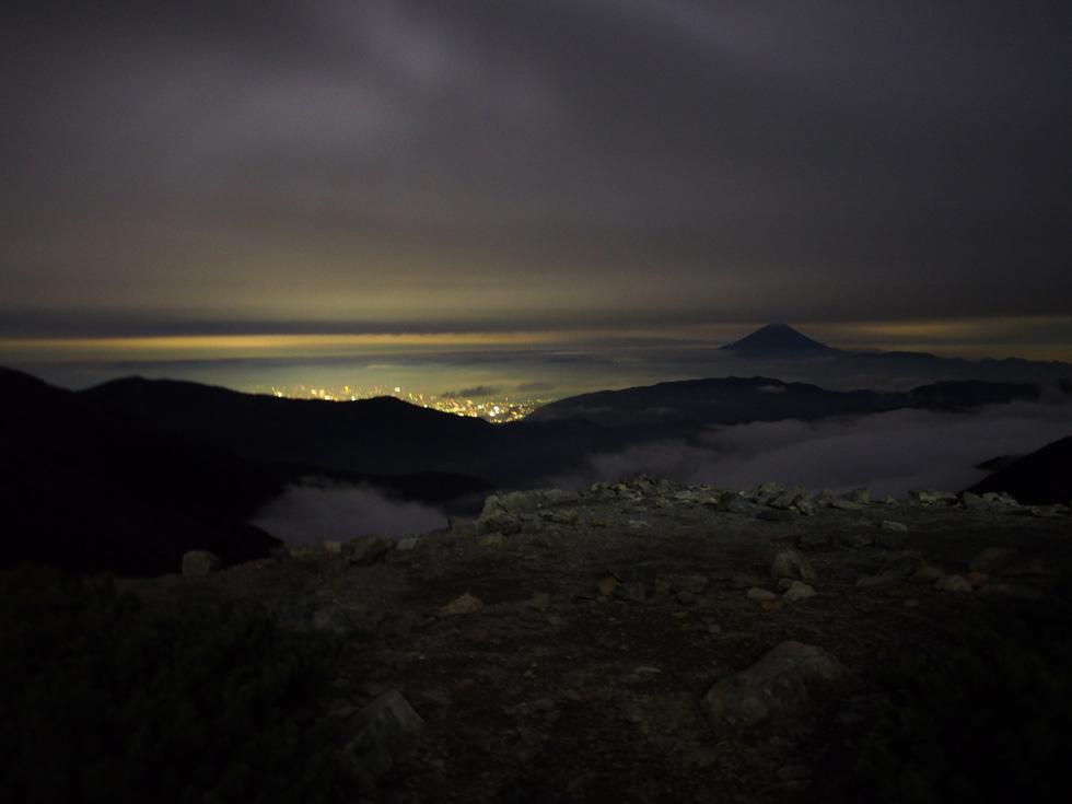 北岳山荘テント場から富士山方面を見る