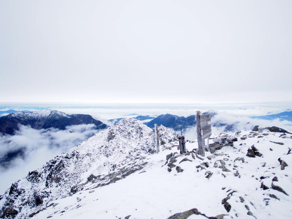 雪の北岳山頂