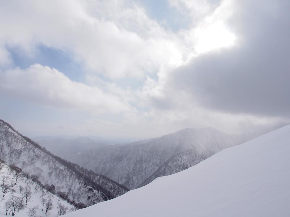 谷川岳の天神尾根の雪庇