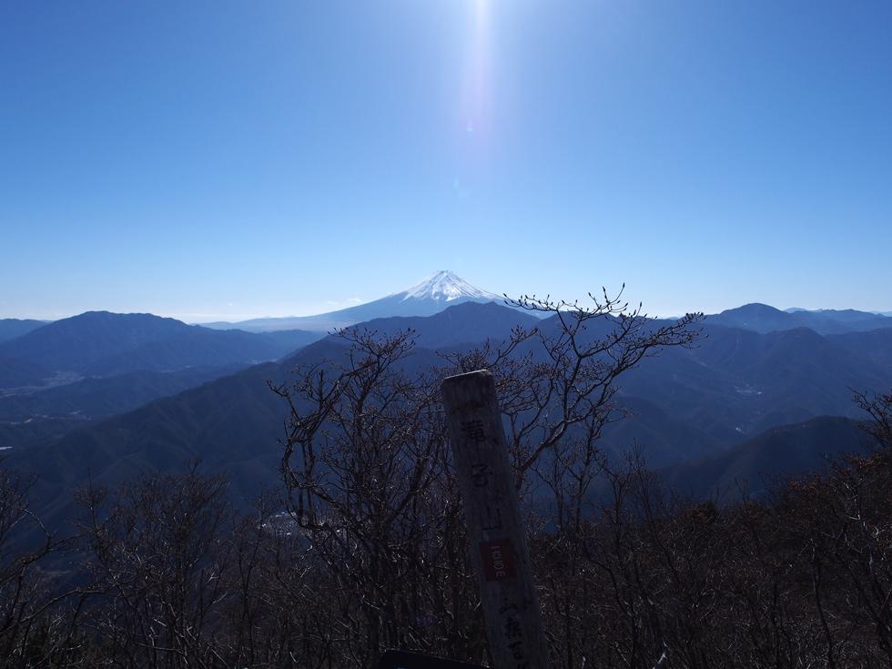 滝子山頂上から見る富士山