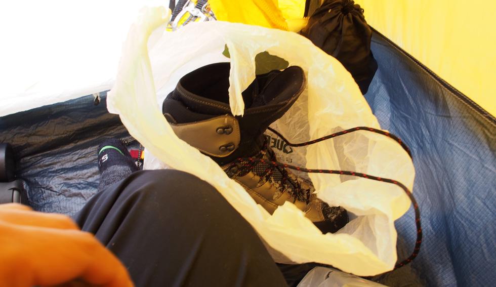 テント泊時に靴はビニール袋に入れよう