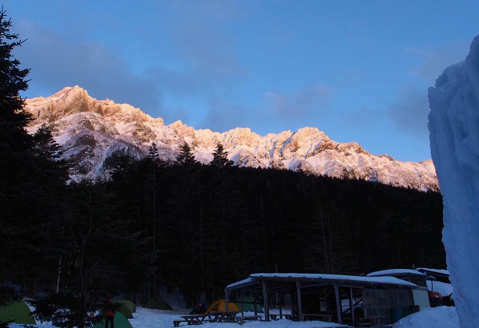 夕日に染まる横岳