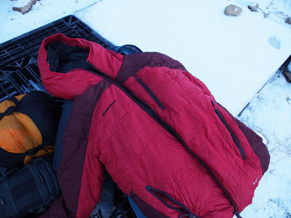天狗岳でダウンジャケットを着用する