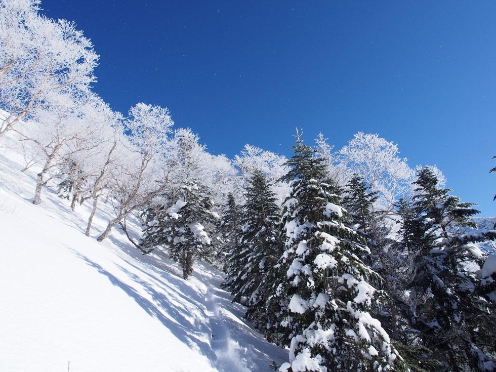 硫黄岳の雪と青空