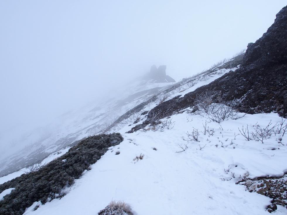 権現岳の頂上が見えてきた