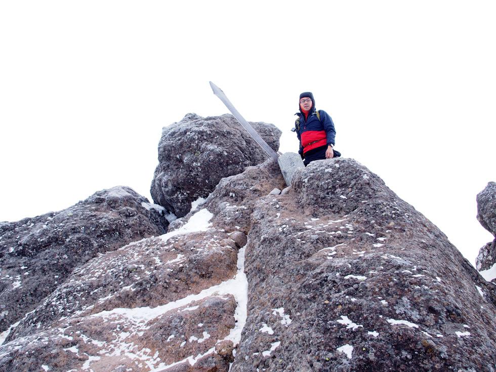 冬の権現岳山頂