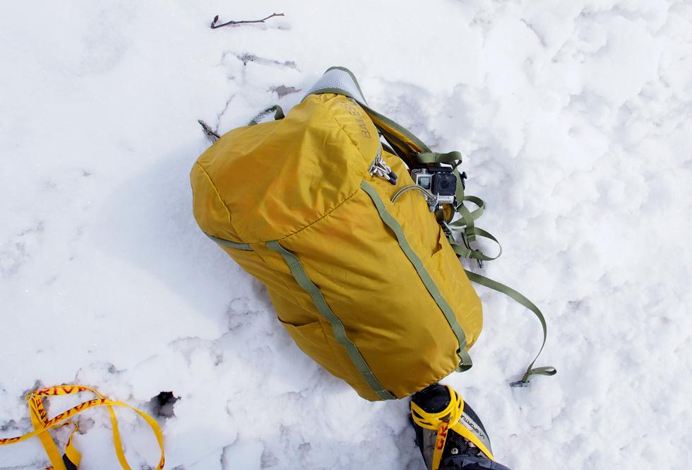 アタックザックを背負って権現岳へ登る