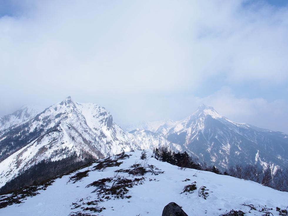 三ツ頭から見た雪の権現岳と赤岳