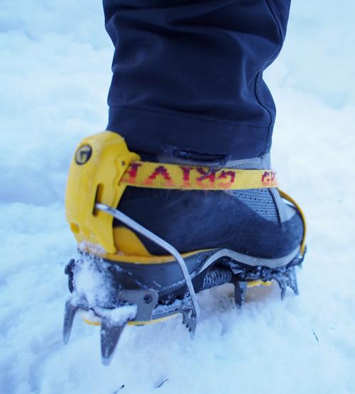 冬季登山靴とアイゼン