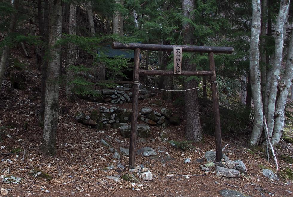 甲武信小屋 大山祇神社