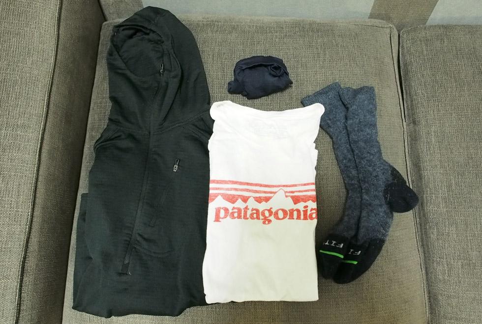 テント泊 予備の服