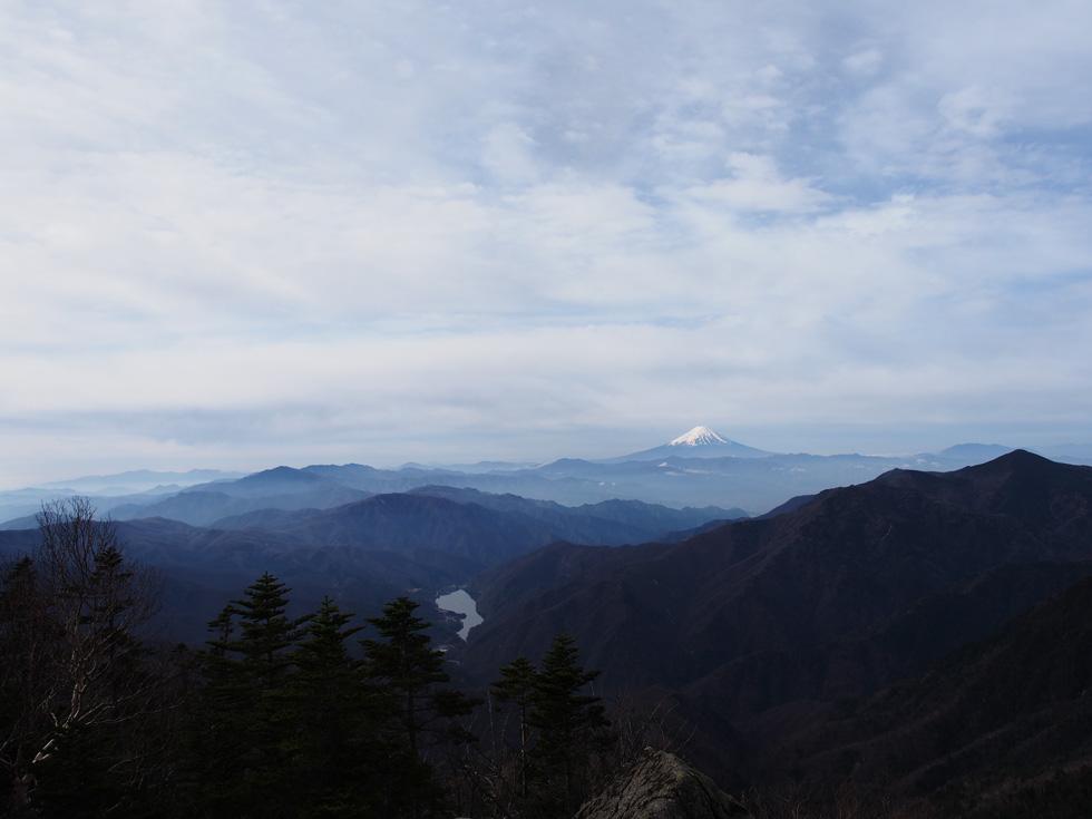 戸渡尾根から見る富士山