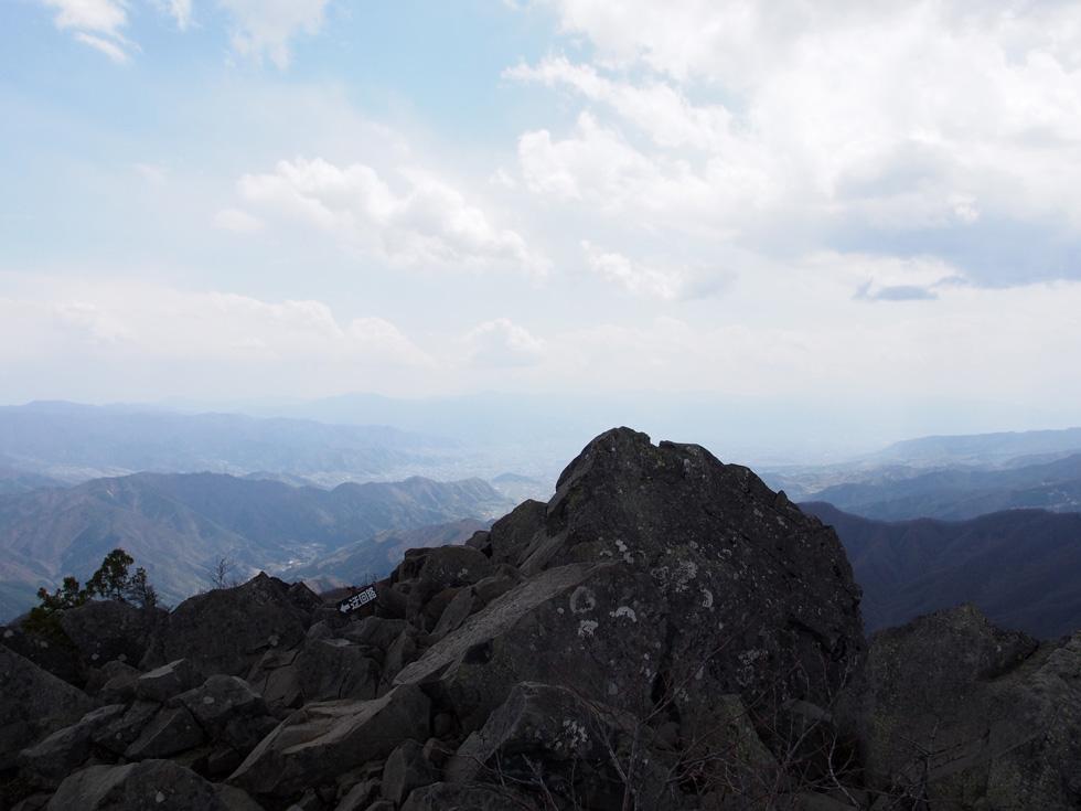 乾徳山の山頂から見る景色