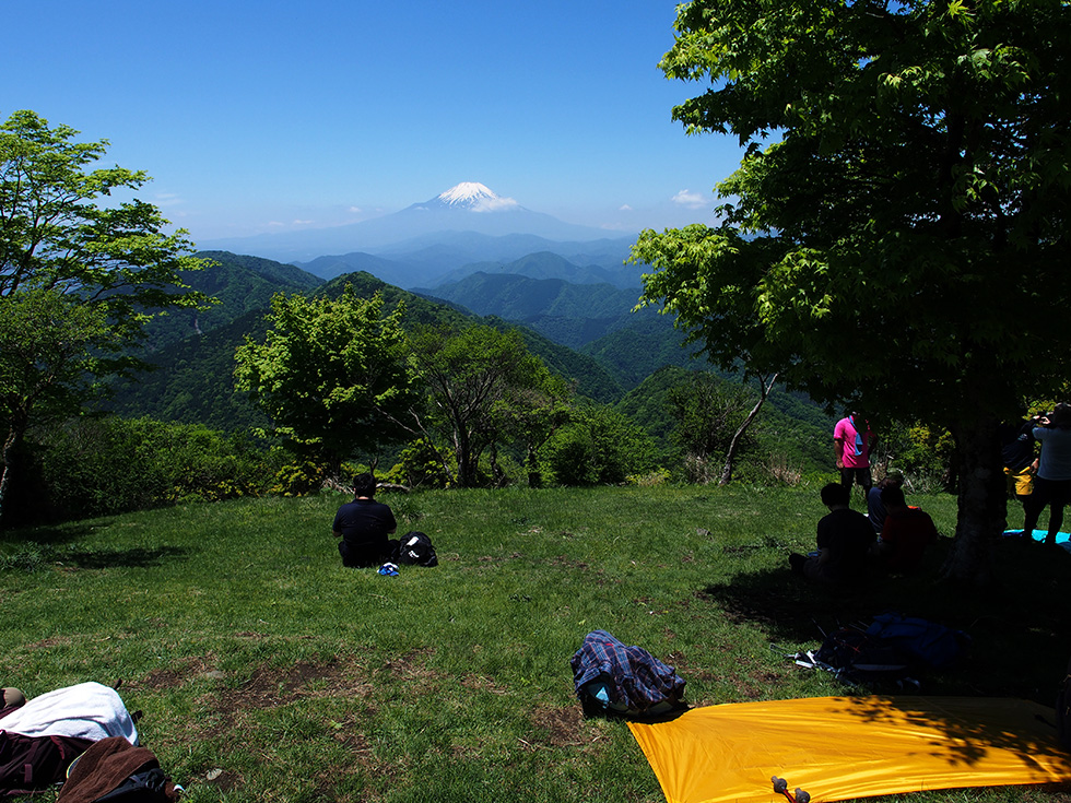 鍋割山の山頂から見る富士山