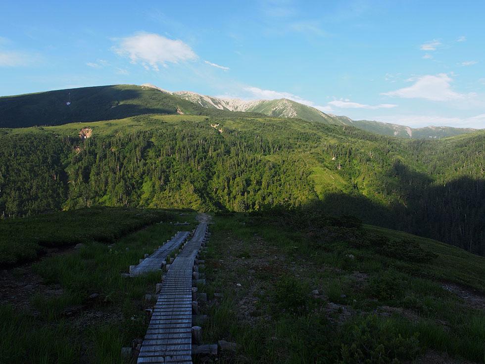 薬師沢キャンプ場から見る薬師岳