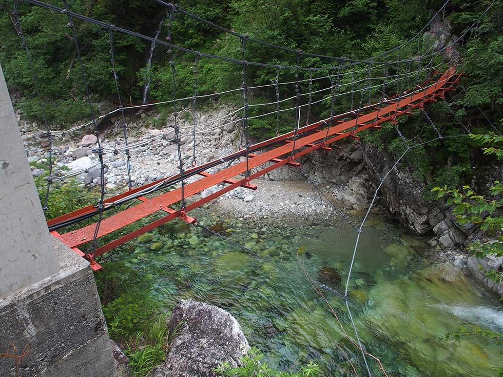 薬師沢出合の吊橋