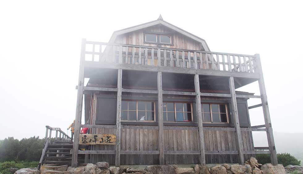 雲ノ平山荘の正面