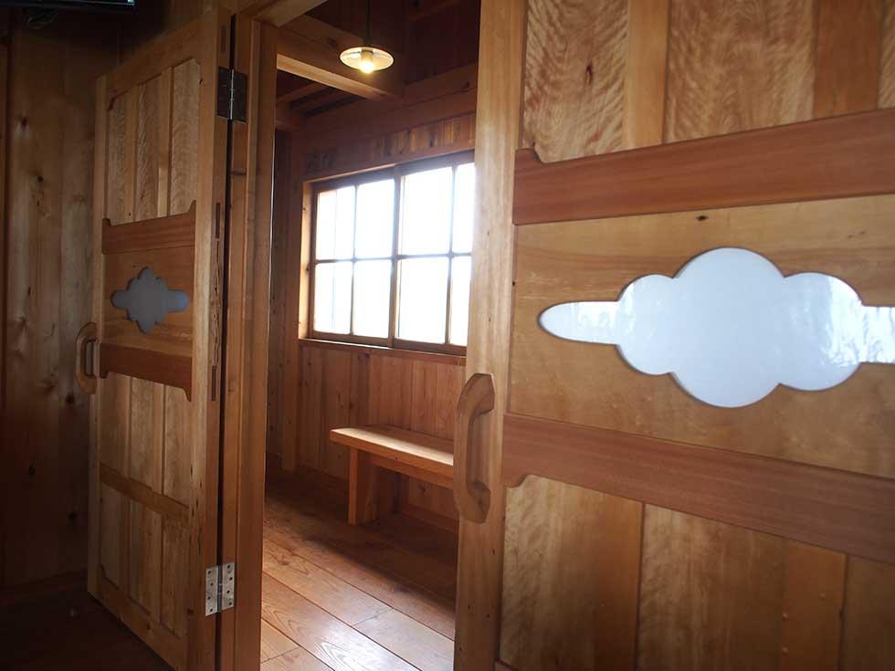 雲ノ平山荘の内観