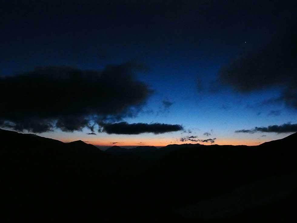 双六山荘前から見燕岳方面を見る