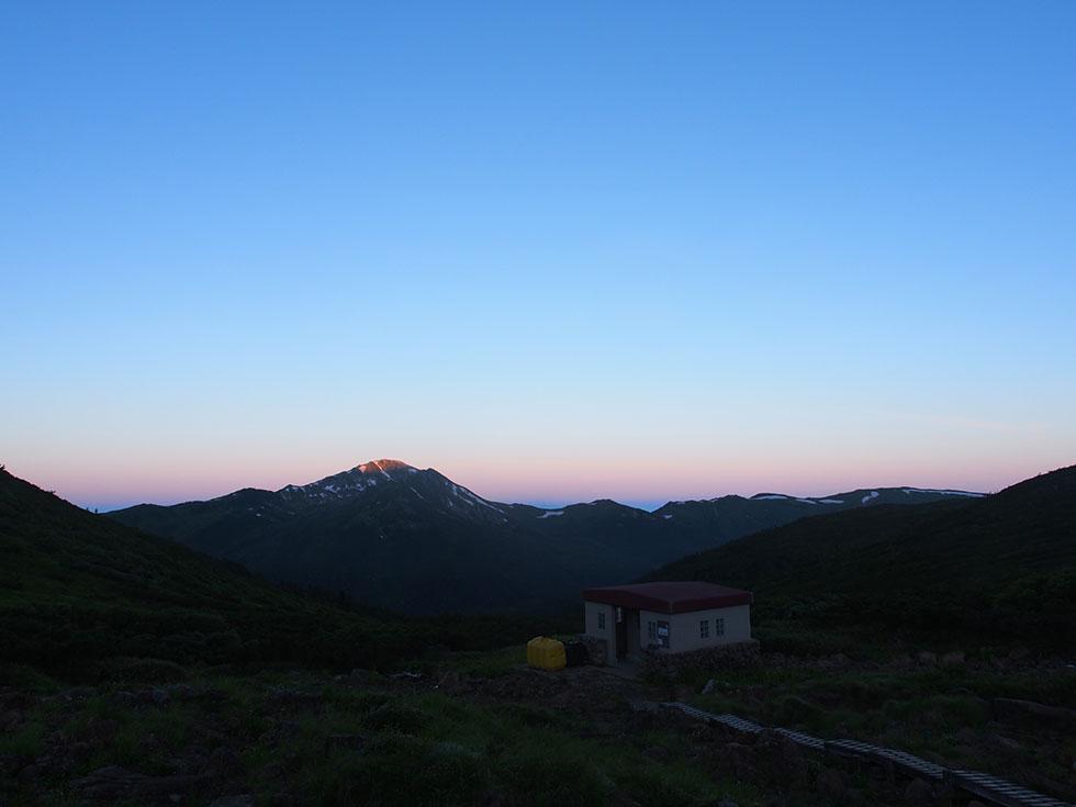 早朝の黒部五郎岳