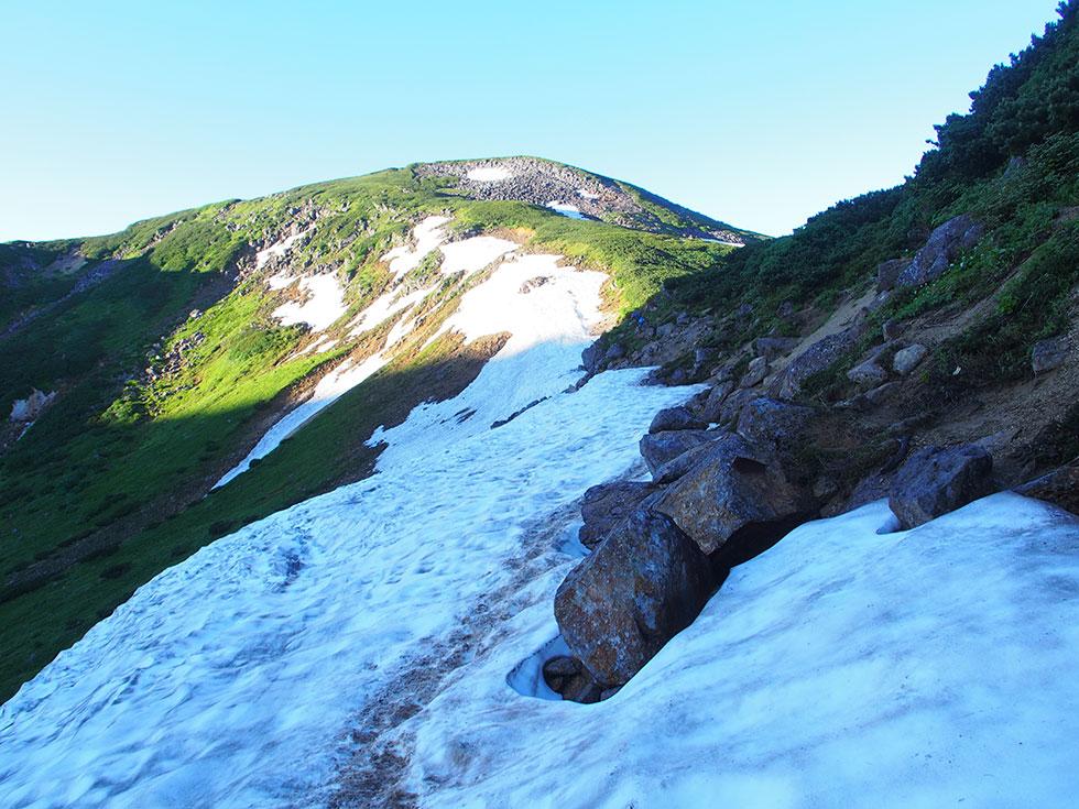 祖父岳途中にある雪渓