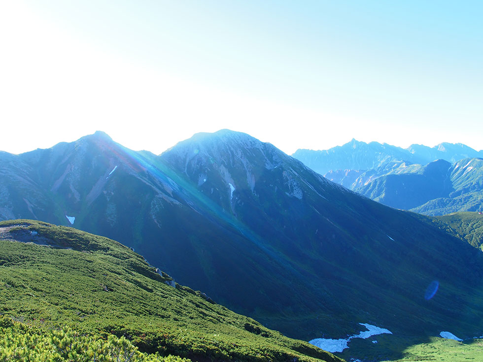 祖父岳から見るワリモ岳と鷲羽岳