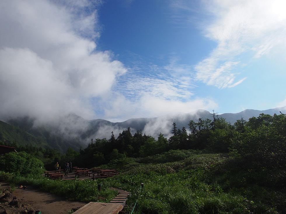 鏡平山荘から槍ヶ岳を見る