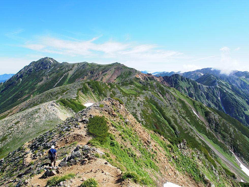 振り返って水晶岳に伸びる稜線