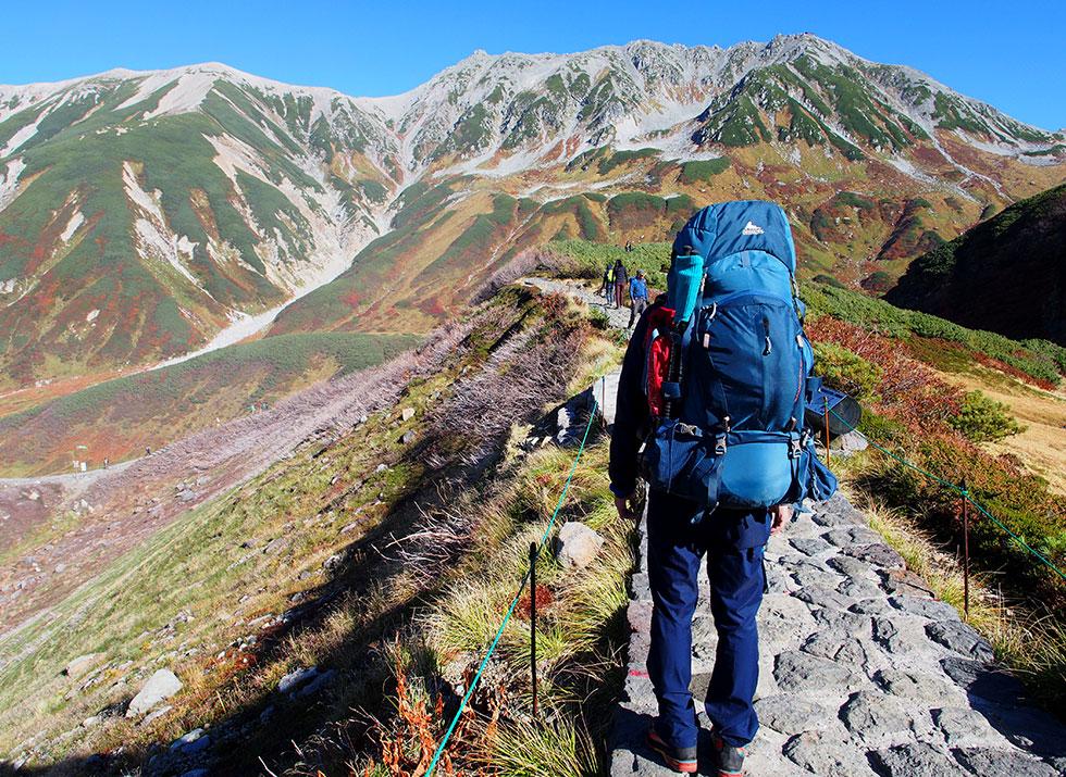 立山をテント泊ザックを背負って歩く