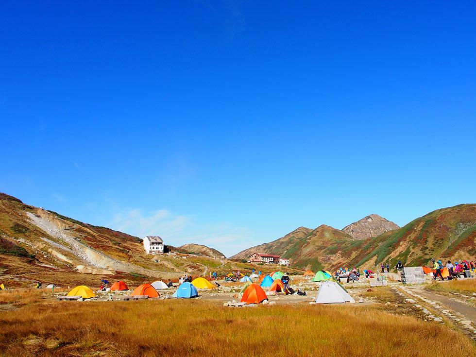 紅葉に染まる雷鳥沢キャンプ場