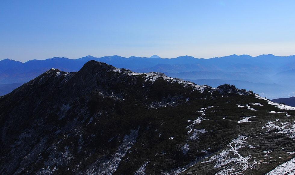 伊那前岳と南アルプス