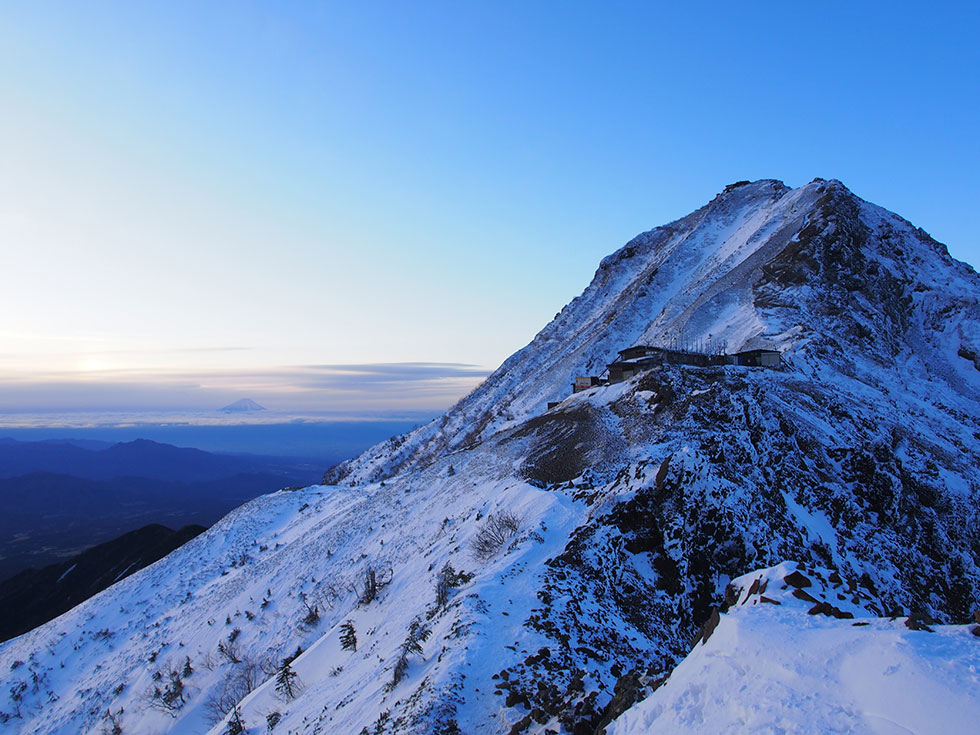 雪の八ヶ岳と富士山