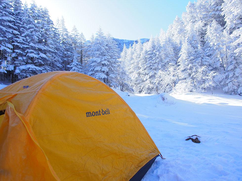雪の行者小屋 テント泊
