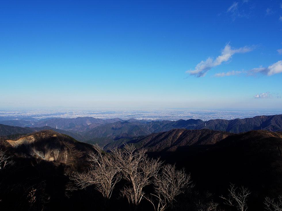 塔ノ岳から見る関東のビル群