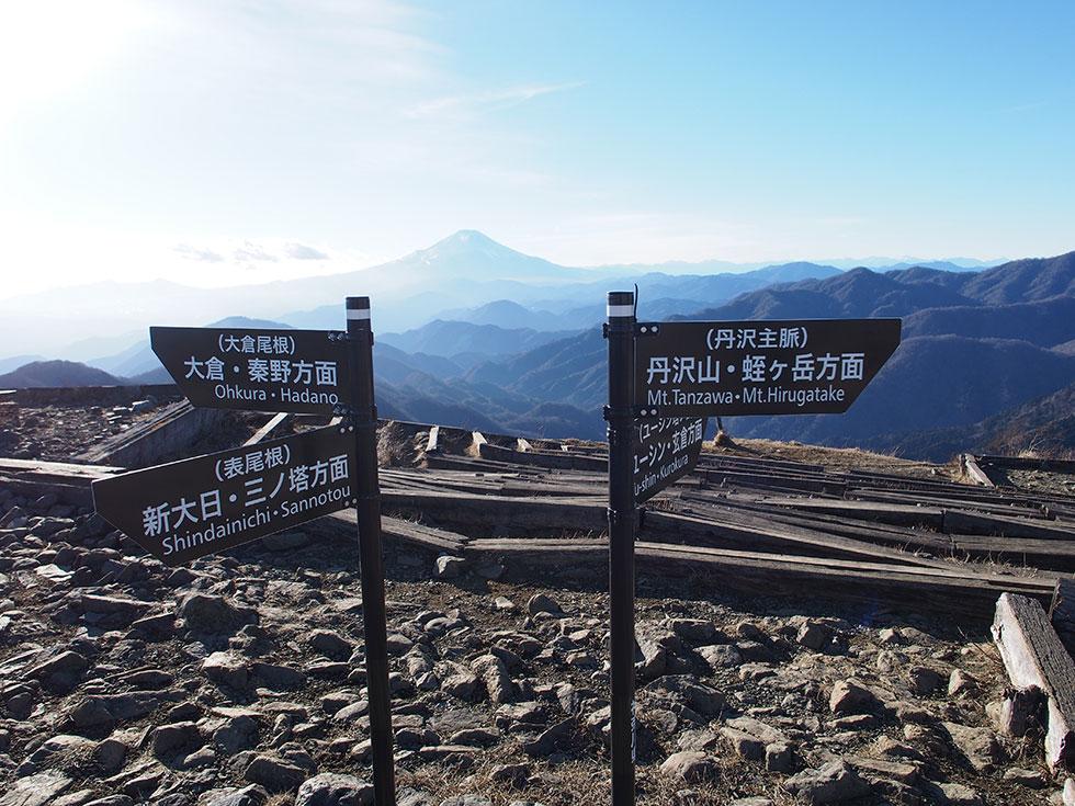 塔ノ岳山頂の標識